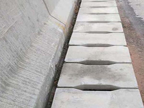 传统混凝土盖板