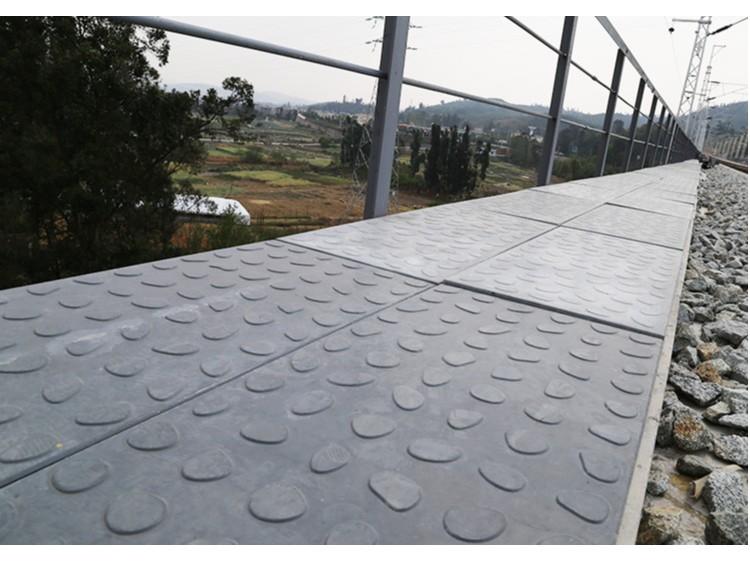 筑辉建材RPC电缆槽盖板,铺进玉磨铁路